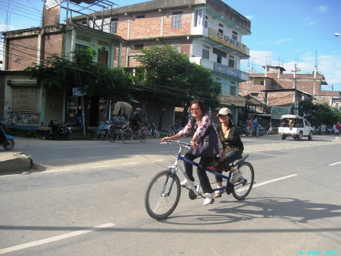 Fifth Critical Mass of cycle enthusiast cycling  at Imphal :: 28 August 2011