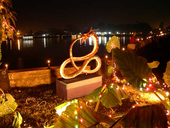 A statue of Pakhangba at Ningthem Pukhri Mapal on the Imoinu night on Dec 31 2006 :: pix - Ranjan Yumnam