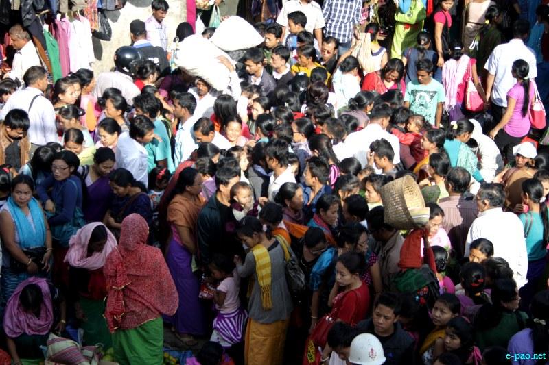 Ningol Chakkouba Shopping :: A very crowded scene at Ema Keithel, Imphal on November 13 2012