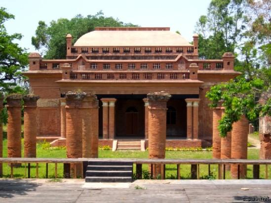 The Temple of Shree Shree Govindajee was built by Maharaja Nara Singh in 1842 AD at Kangla.
