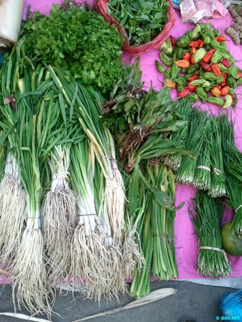 Different types of Maroi (Chives - herbs) being in the Ima Keithel