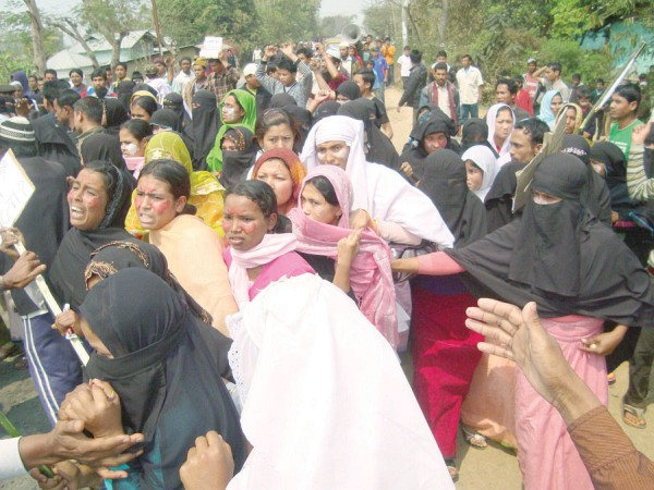 Muslim women protesting at the Lilong Police Station in March 2011