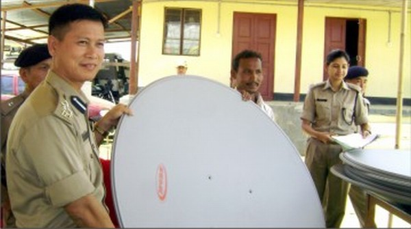 Imphal East SP, Clay Khongsai handing out DTH sets on August 30 2011