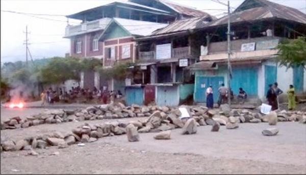 Boulders piled in the middle of NH-39 by blockade supporters to enforce the agitation