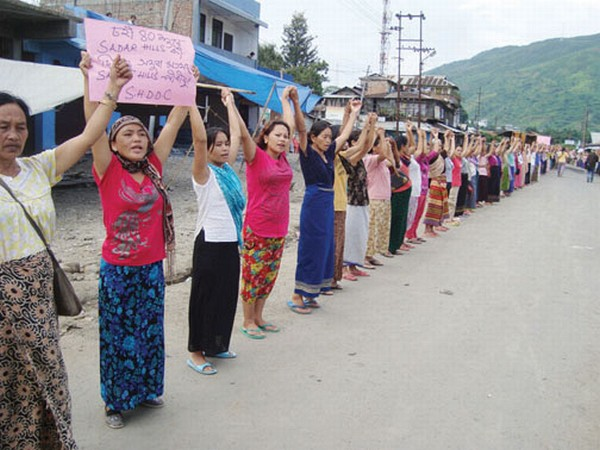 A scenes of SHDDC supporters raising slogans in Kangpokpi town