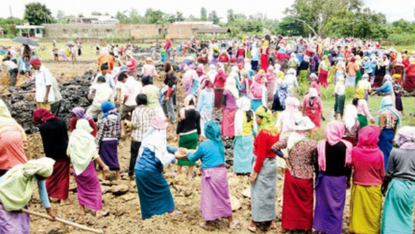 MGNREGS card holders of Komdompokpi GP Ward No.1 to 8 resume works after a lapse of two years