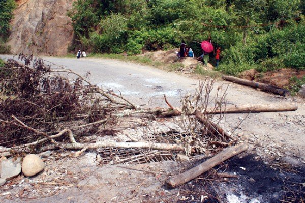 UNC blockade supporters blocking Imphal-Moreh road by felling trees and damaging culvert at Thamnapokpi