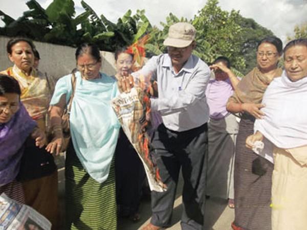 Members of Apunba Lup burning copies of The Telegraph