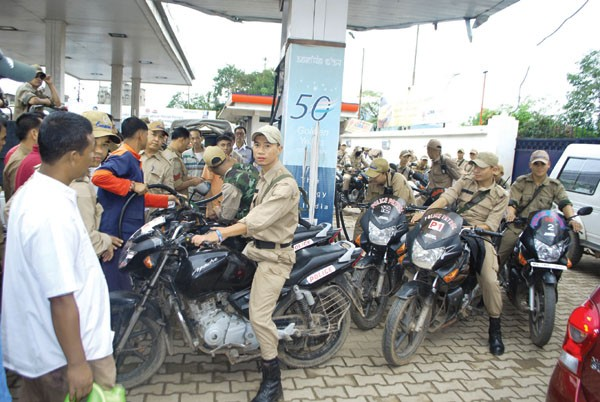 Manipur Police personnel queuing up for their share of petrol