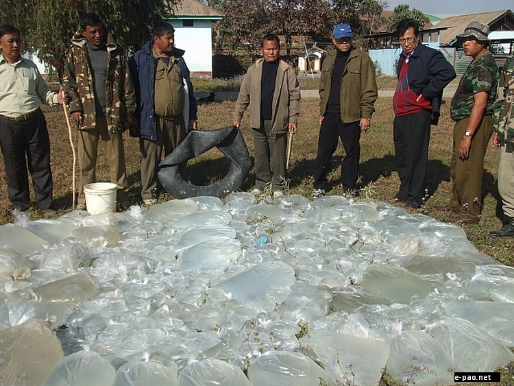 2020 liters of liquor burn by Excise Department, Lamphelpat :: December 28 2011