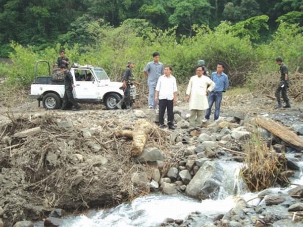 Minister Dr Ratankumar inspecting the damaged culvert
