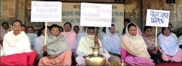 Sit-in-protest at Khumbong against the abduction of two labourers