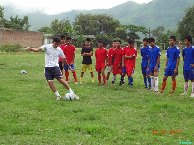Potshangbam Renedy (International footballer) giving  football tips  to Under-14 boys at Awang Potshangbam :: July 20 2012