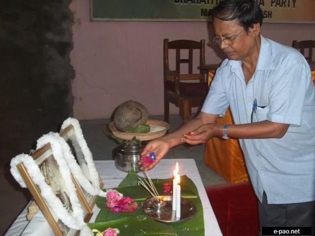 Shri Sh. Shantikumar Sharma, President, BJP, Manipur Pradesh pay a floral tribute on the occasion